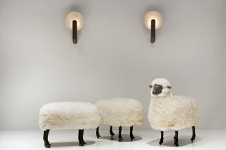 Claude et François -Xavier Lalanne Moutons de laine 1969 bronze, bois, laine Galerie Jousse