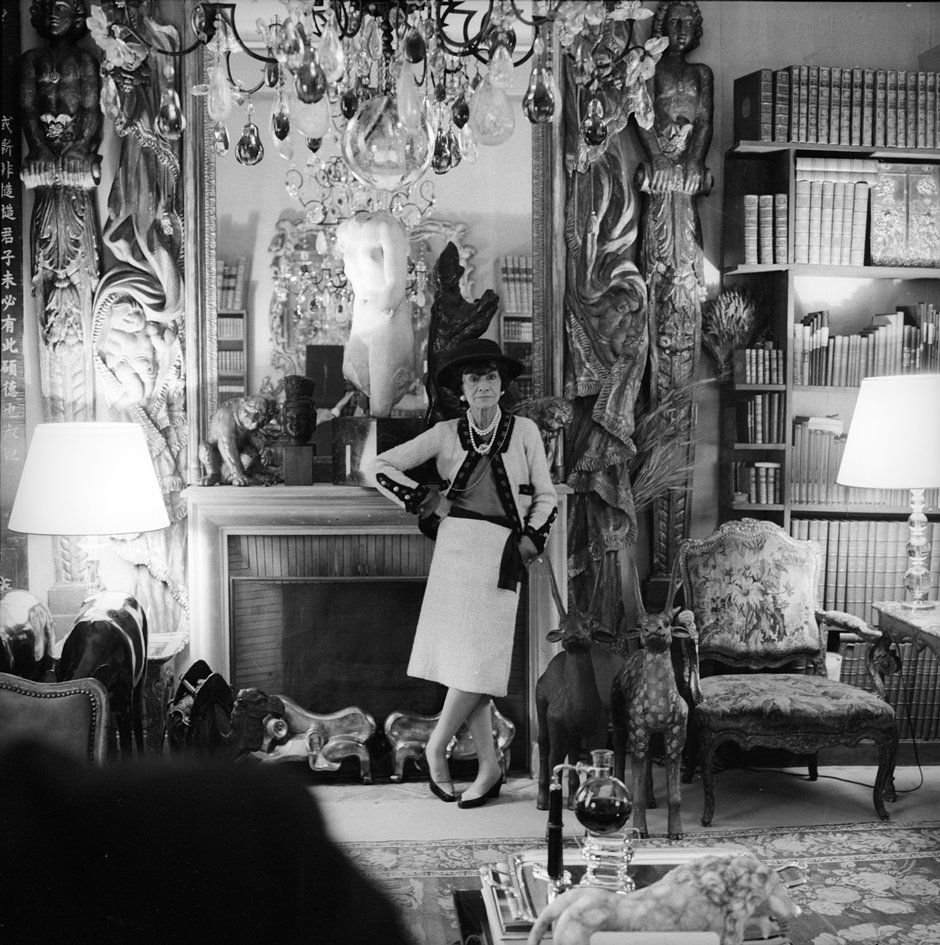 Coco Chanel dans son appartement 31 rue Cambon, Paris Cecil Beaton, 1965 Archives à Sotherby's
