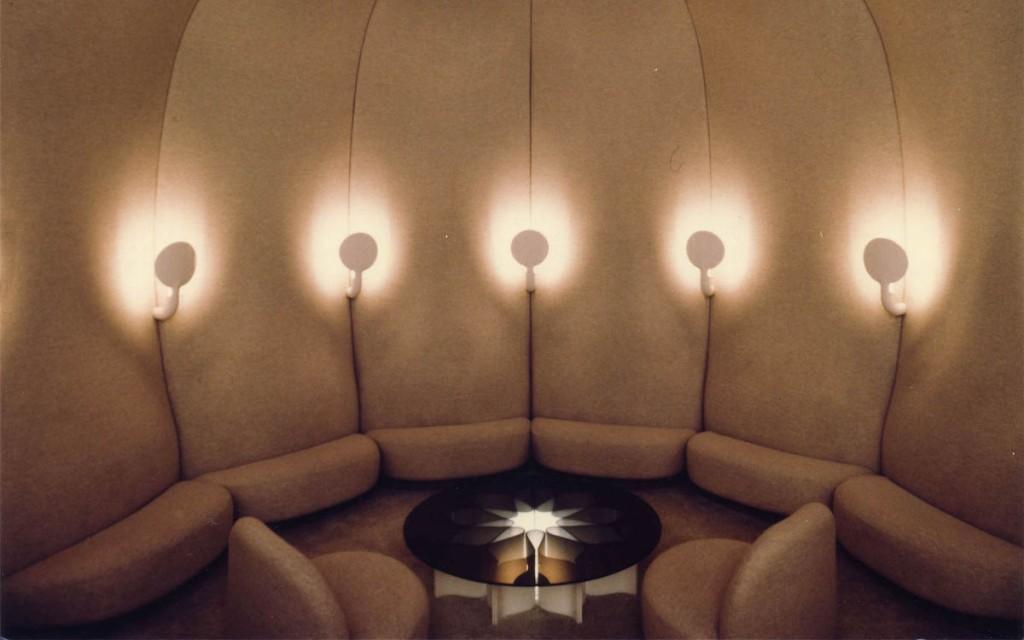 Collection canapé fauteuil et pouf Élysée a été reconstituée par Ligne Roset à partir des plans des archives de Pierre Paulin, Paulin,Paulin, Paulin, Paulin
