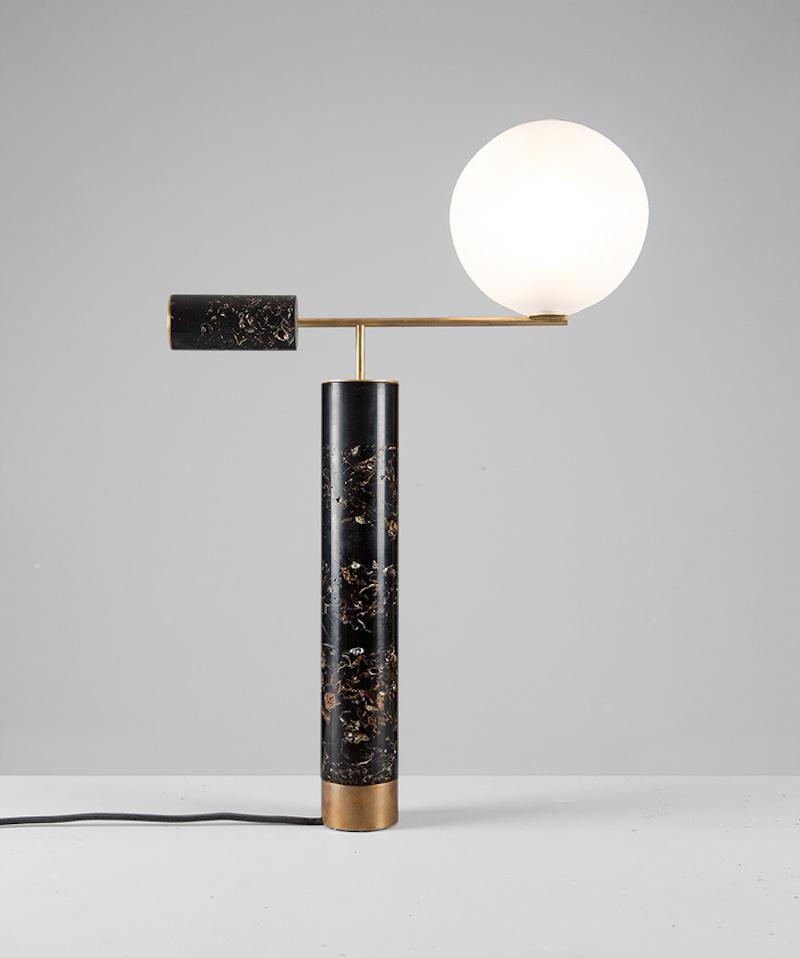 Lampe Flora résine laiton patiné design Marcin Rusak