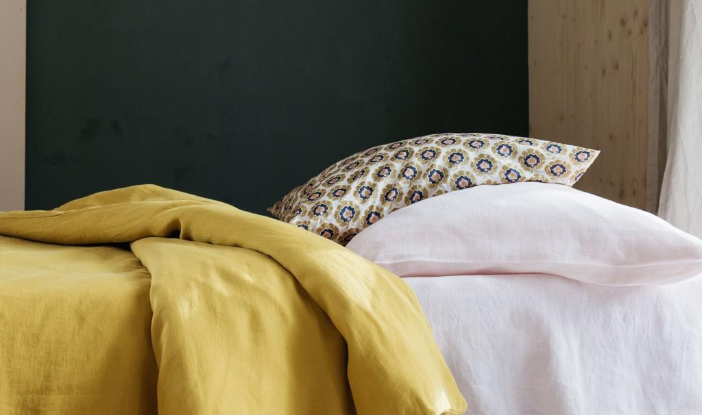 Linge de lit en 100% lin lavé, taie liberty of London, Lab, photo Aurélie Lécuyer