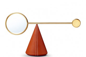 Loupe Équilibre verre, cuir, Hermès © Studio des fleurs