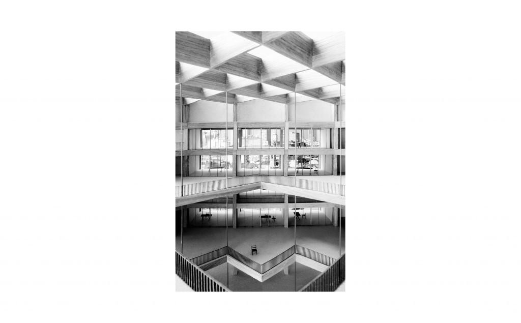 Photographie de maquette par Vincent Dumay projet de banque d'affaires à Milan Bank's Void II 2014