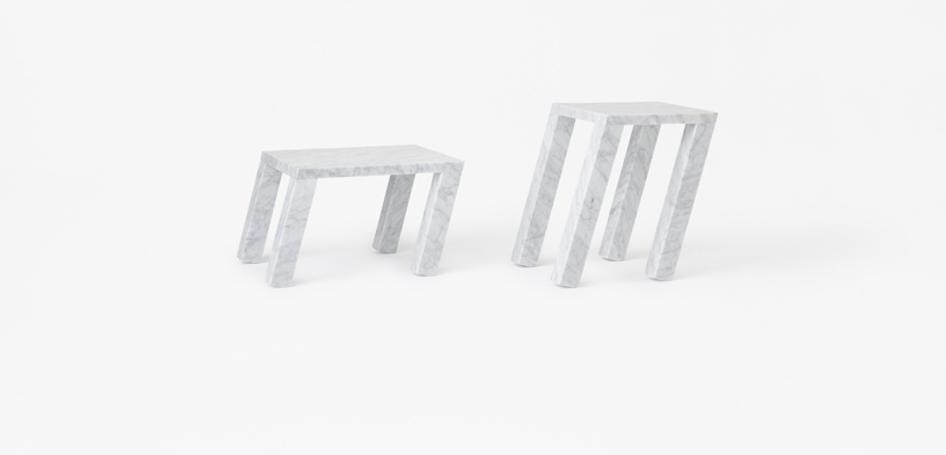 Tables en marbre Sway design Nendo pour Marsotto édition, photo Akihiro Yoshida